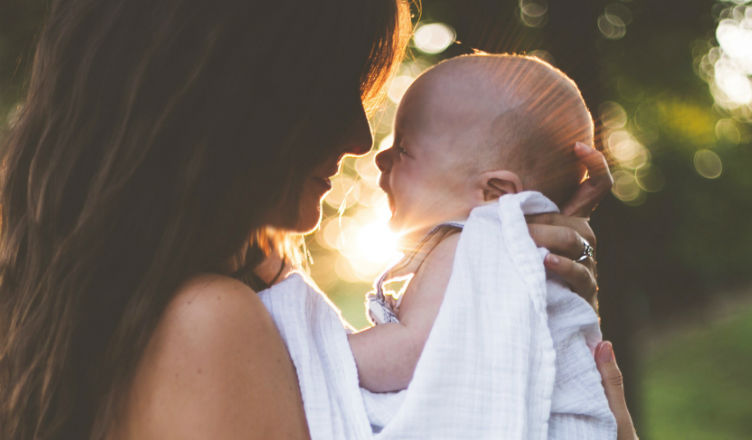 płaska główka u niemowlaka