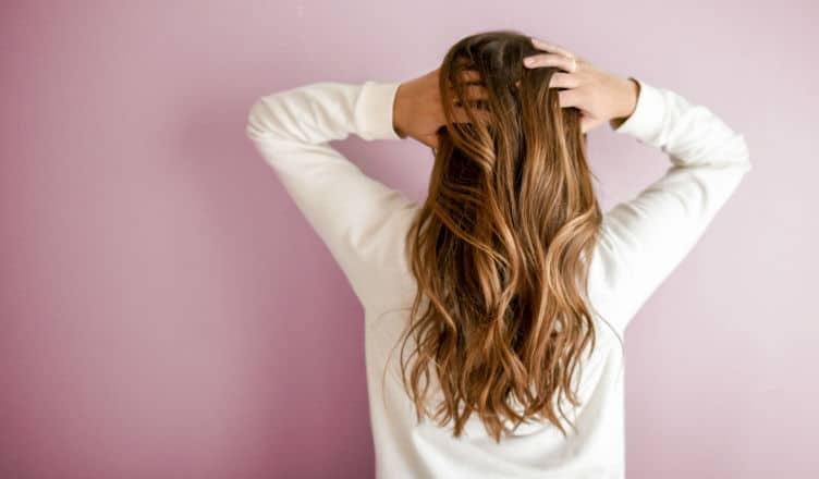 Wypadanie włosów po porodzie