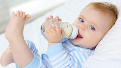 karmienie dziecka piersią czy butelką