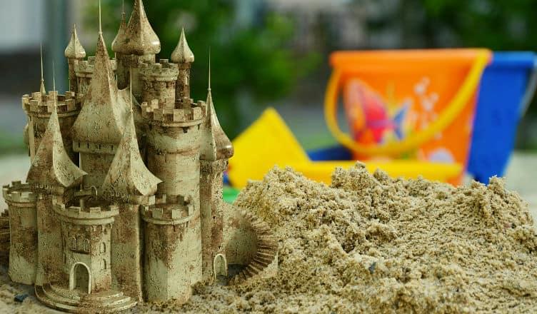 zabawki do ogrodu- zamek z piasku
