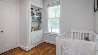 pokoj dziecka - bezpieczne łóżeczko z ochraniaczami