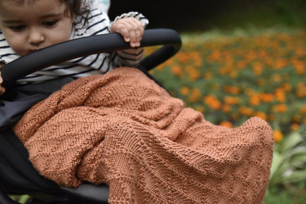 Pościel dla noworodka - kocyk dziany do wózka