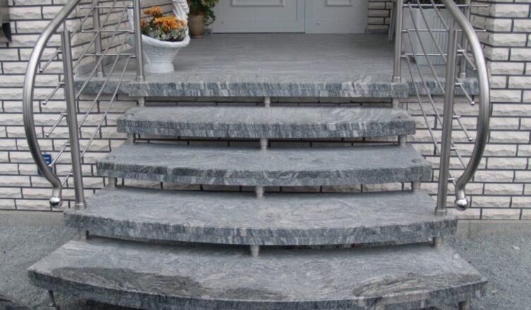 Zewnętrzne schody granitowe