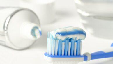 pasta do zębów najlepsza - jaka i co powinna posiadać